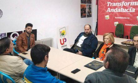 La Plataforma en Defensa del Autobús de Andújar se reune con el Diputado de IU, Miguel M García