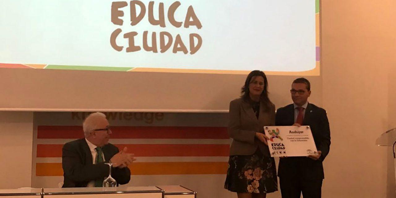 """El Ayuntamiento de Andújar recibe el premio """"Educaciudad"""" por su compromiso con la Educación"""