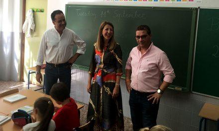 Un total de 3.290 escolares se han incorporado hoy a las clases de los 14 colegios con los que cuenta la ciudad de Andújar