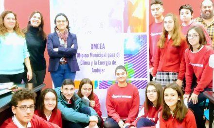 Escolares de Andújar aprenden a combatir la crisis climática en la oficina OMCEA