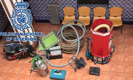 SUCESOS | La Policía Nacional detiene en Andújar a dos personas por sendos robos durante el estado de Alarma