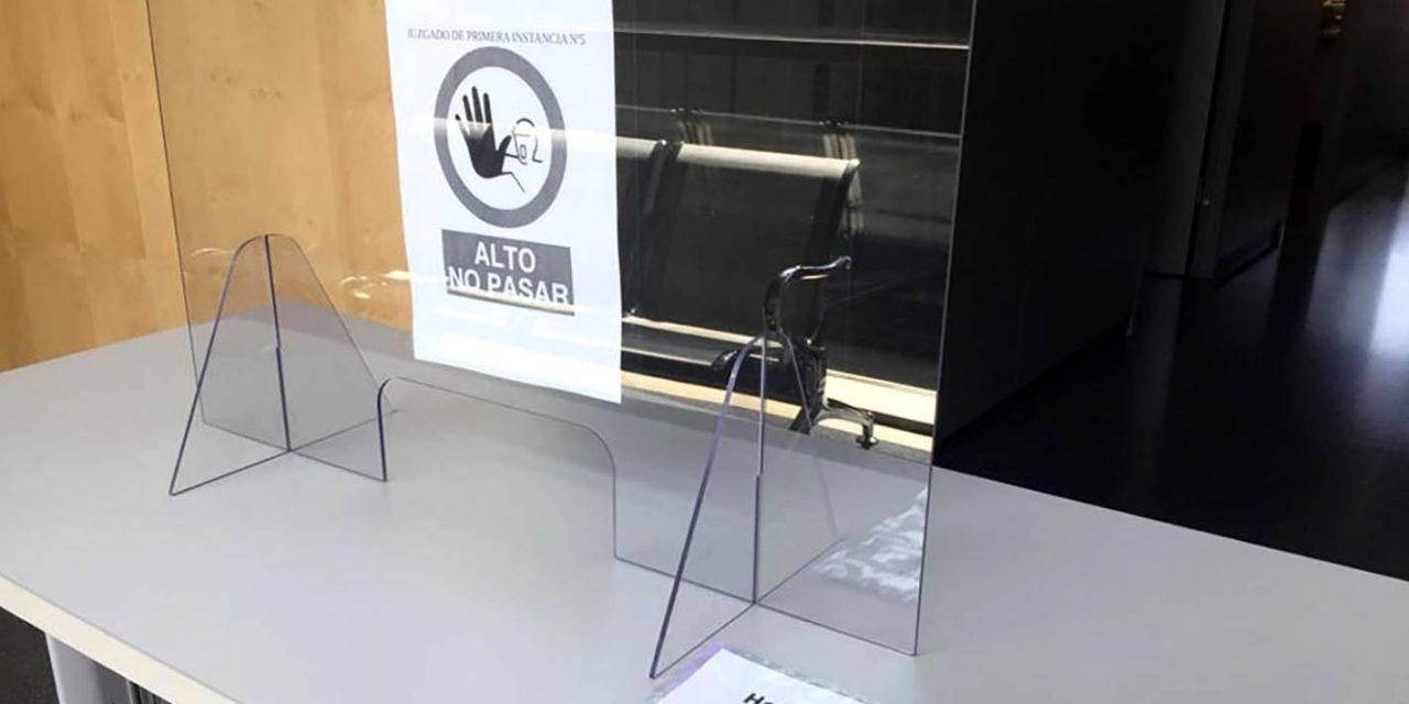 Justicia instala mamparas en las dos salas de vistas de Andújar para garantizar la seguridad