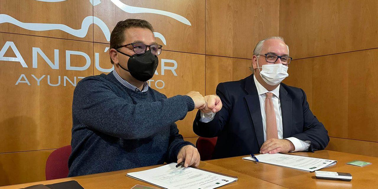 La Junta renueva el convenio para el uso de la tarjeta del Consorcio en el corredor Andújar